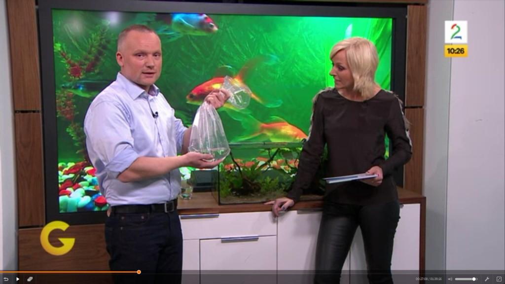 Andreas Tjernshaugen foran akvarium hos Vår Staude på TV2